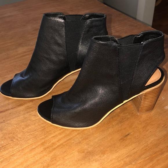7190a63d58cd Steve Madden Black Leather Peep Toe Bootie. M 5ad62984d39ca256592cc5bc